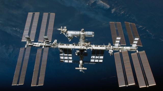 Internationale Raumstation ISS von Wrack bedroht