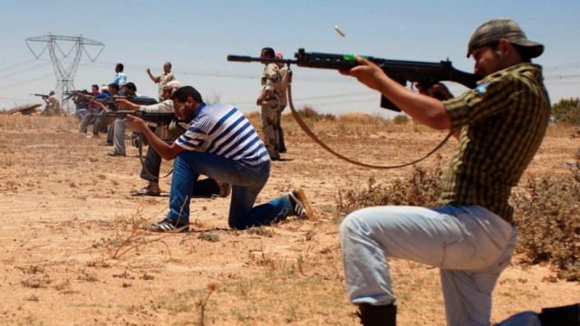 Libyan rebels training