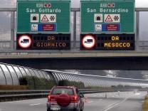 Autobahn in der Schweiz - Fahrverbot für LKWs