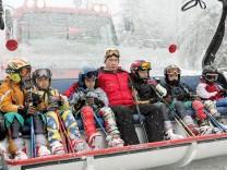 Putin mit Kinder im Schnee in Sotschi