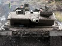 Umstrittenes Waffengeschaeft mit Saudi-Arabien stoesst auf Ablehnung