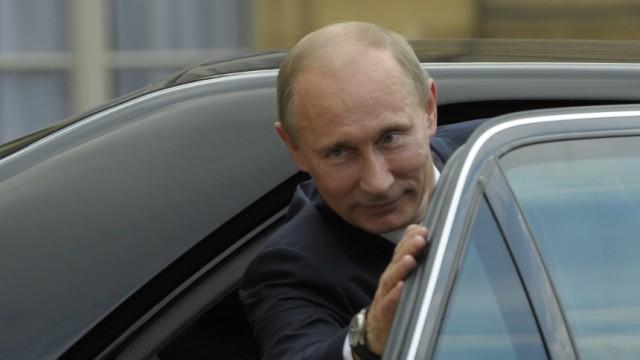 Nicolas Sarkozy met Vladimir Putin