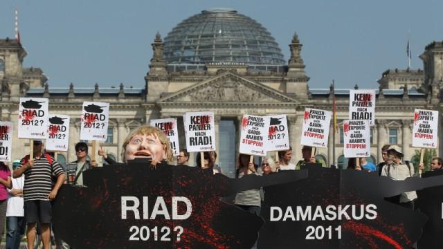 Activists Protest Possible Tank Sale To Saudi Arabia