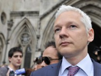 Assange appeal hearing over extradition continues in London