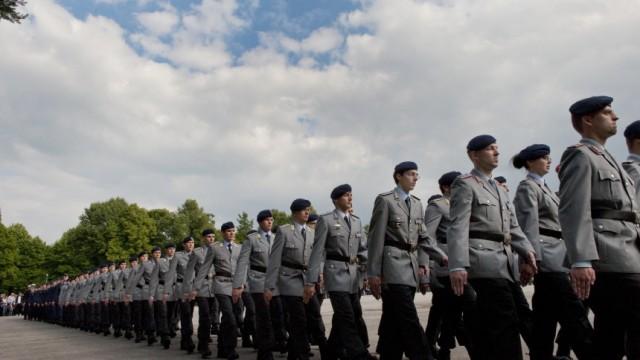 Neubiberg, Bundeswehr-Uni,  632 Studierende werden zum Leutnant und damit zum ersten Offizierdienstgrad befördert.