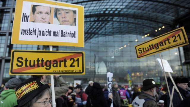 'Stuttgart 21-Gegner' protestieren in Berlin