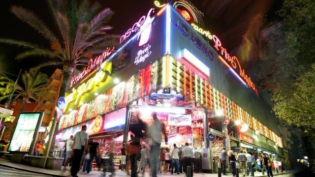 British Holidaymakers In Lloret De Mar