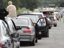 Stauforscher raet: Bei Stau auf Autobahn bleiben