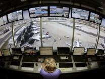 Fluglotsen rechnen mit deutlicher Zustimmung fuer Streiks