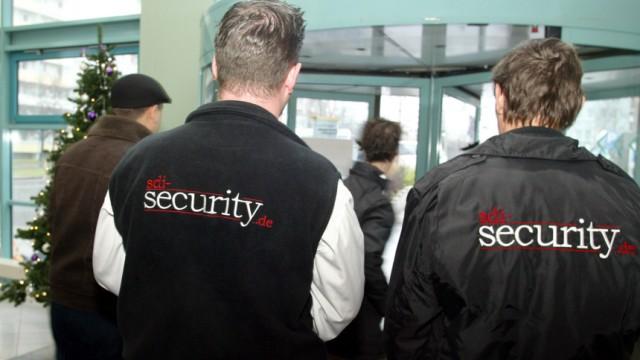 Polizei schuetzt Arbeitsamt vor Hartz IV-Gegnern