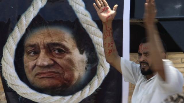 First day of former Egyptian President Hosni Mubarak trial