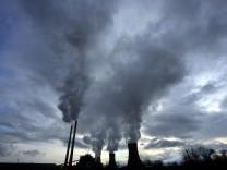 Rauchende Kühltürme in Mazedonien