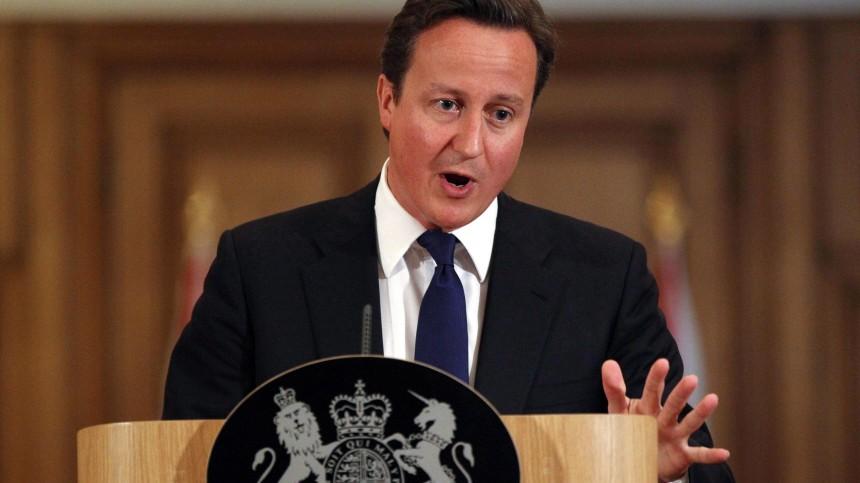 Cameron contacts Merkel over financial crisis