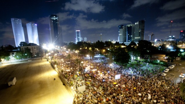 BESTPIX  Tel Aviv's Tent City Protest Grows