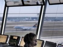 Flugsicherung will gegen Lotsenstreik vor Gericht ziehen