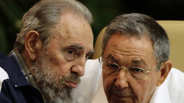 Former Cuban leader Castro and Cuba's President Castro speak during the closing ceremony of PCC congress in Havana