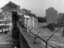 Bau der Berliner Mauer - Bernauer Straße