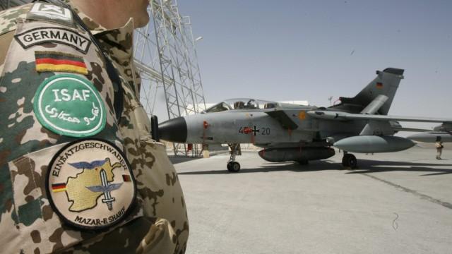 Kabinett will Afghanistan-Einsatz ausweiten