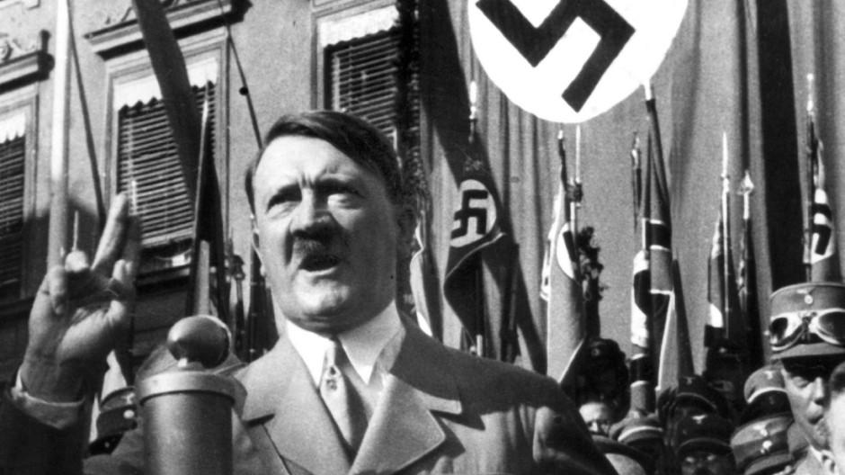 Braunau erkennt Hitler Heimatrecht und Ehrenbürgerschaft ab