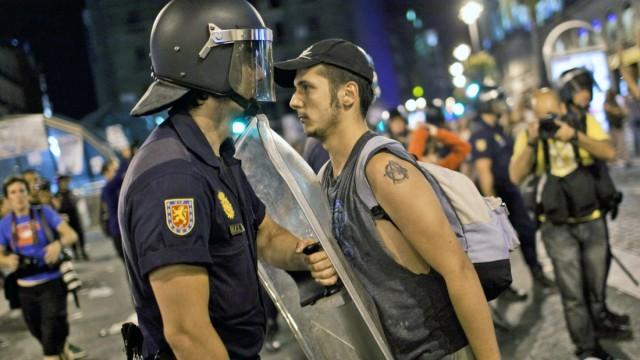 Proteste in Spanien Übergriffe von Polizisten