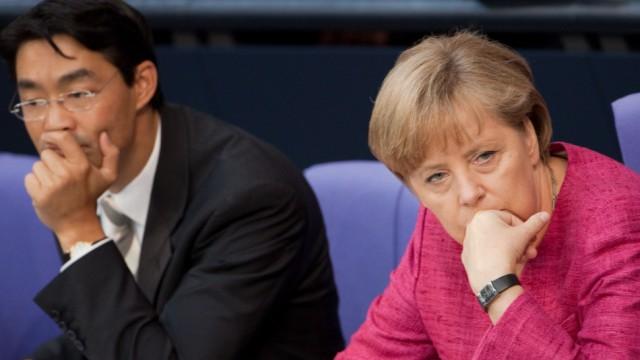 Bundestag Kanzlerin Angela Merkel (CDU) mit Wirtschaftsminster und Vizekanzler Philpp Rösler (FDP)