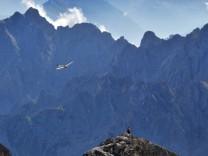 Zugspitze in den Alpen - der höchste Berg Deutschlands ist beliebt bei Wanderern und Bergsteigern.