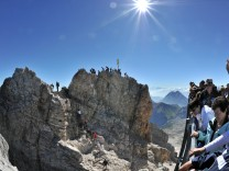 Touristen an der Zugspitze
