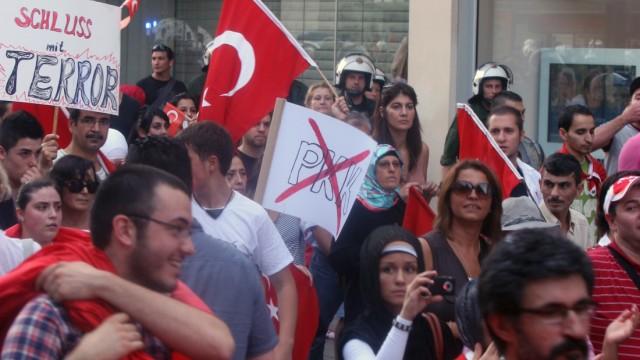 Deutsche Türken protestieren gegen Gewalt in der Türkei