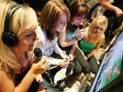 Mädchen auf der Games Convention, dpa