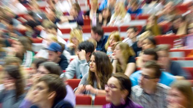 Studentenansturm noch kräftiger als erwartet - Gipfel 2011