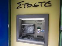 Finanzkrise in Griechenland - Beschädigter Bankautomat