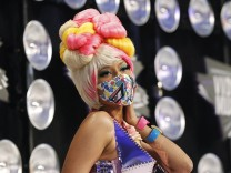 Minaj arrives at the 2011 MTV Video Music Awards in Los Angeles