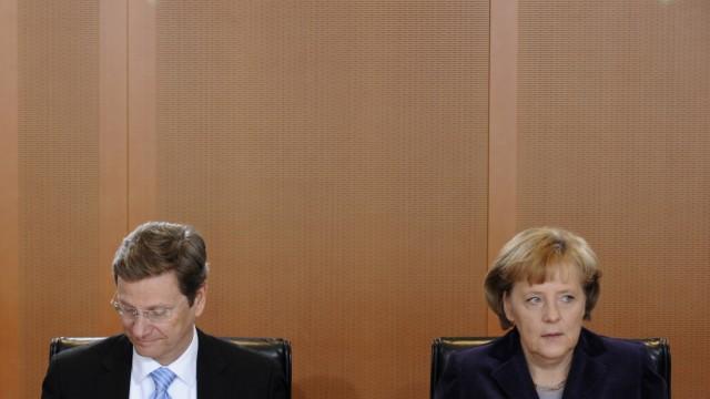 Bundeskabinett Bundeskanzlerin Angela Merkel (CDU) und ihr Außenminister Guido Westerwelle (FDP)