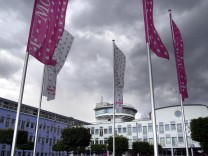Telekom-Aktie stuerzt wegen blockierten T-Mobile-Verkaufs ab