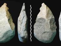 Faustkeile 350 000 Jahre älter als gedacht