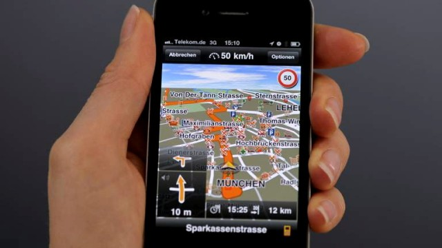 iPhone mit Navigations-App