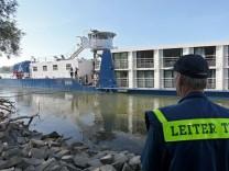 Kreuzfahrtschiff rammt Frachter auf der Donau