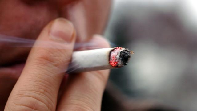 Zigarettenpause fällt aus - Raucher sitzen am kürzeren Hebel