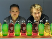 Lemonaid-Gründer Jakob Berndt, Paul Bethke (re.): Trinken hilft