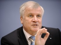 Ministerpraesident Seehofer fordert entschlossenes Vorgehen gegen Terrorismus