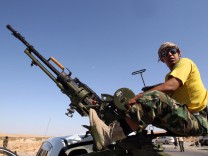 Libyan rebels outside Bani Walid