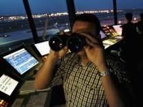 Fluglotsen drohen zu Jahresbeginn mit Streiks