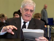 INVESTIGATER OF PARLIAMENTARY INQUIRY COMMISSION BURKHARD HIRSCH IS SEEN PRIOR TO A MEETING IN BERLIN