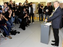 Berlin's Social Democratic mayor Wowereit  and his partner Kubicki cast his vote in Berlin,
