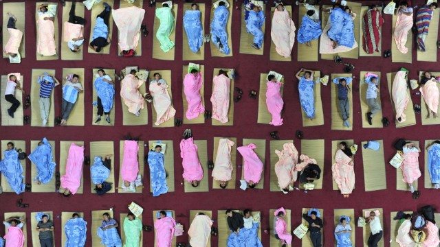 Freshmen Parents Sleep In University Gymnasium