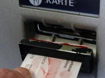 Sparkassen ruesten gegen Datenklau an Geldautomaten