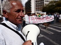 Civil servants protest in Athens