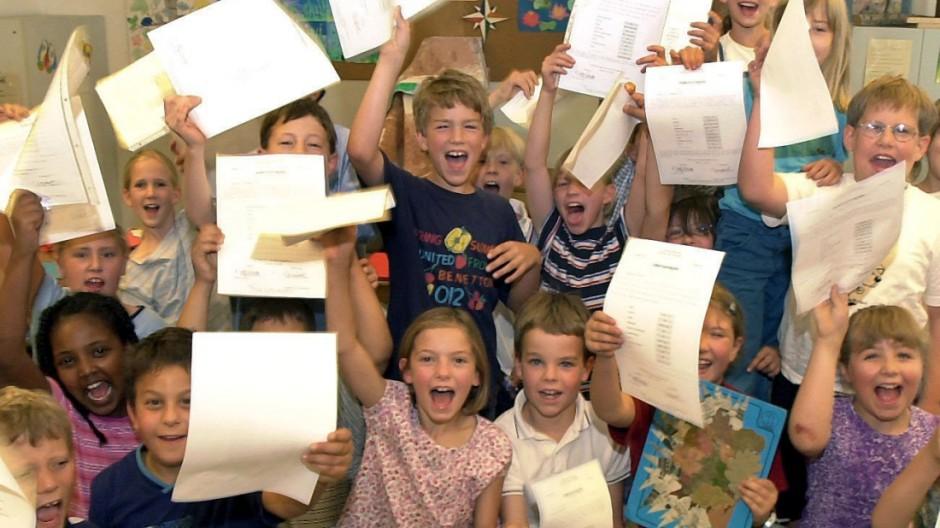 Zeugnisausgabe an einer bayerischen Grundschule
