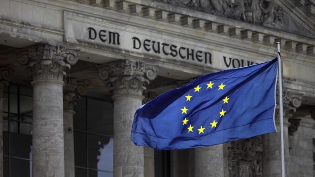 Europafahne vor dem Reichstag