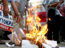 Demostrators burn their tax statement